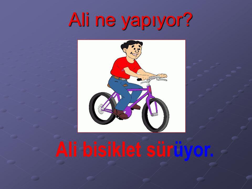 Ali ne yapıyor? Ali bisiklet sürüyor.