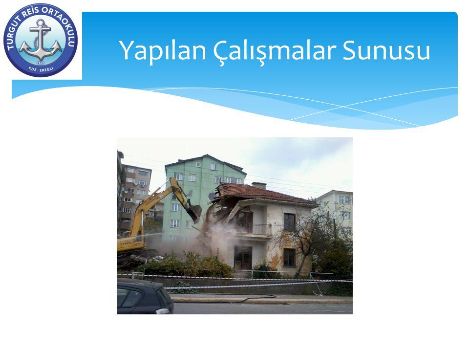 Okulun önündeki metruk binaların yıkımı