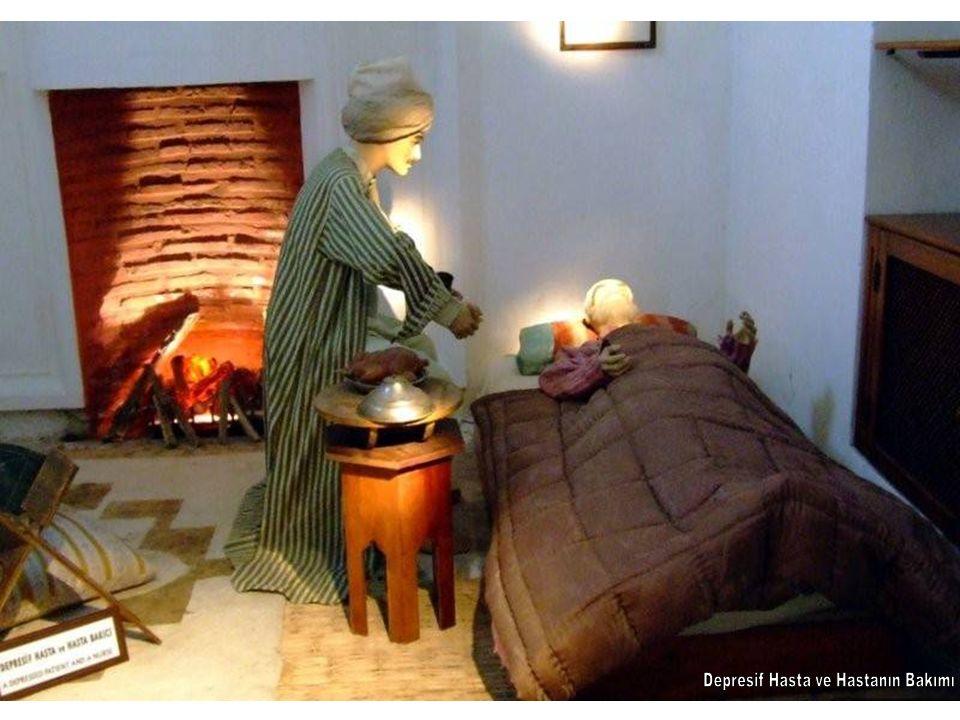 Sultan 2.Bayezid Darüşşifasında sazende ve hanendeler Şifahane 32 yatak kapasiteli ve biri birini görmeyen 6 kışlık ve 4 yazlık hasta odası ile 1 musiki sahnesinden meydana gelmiştir.
