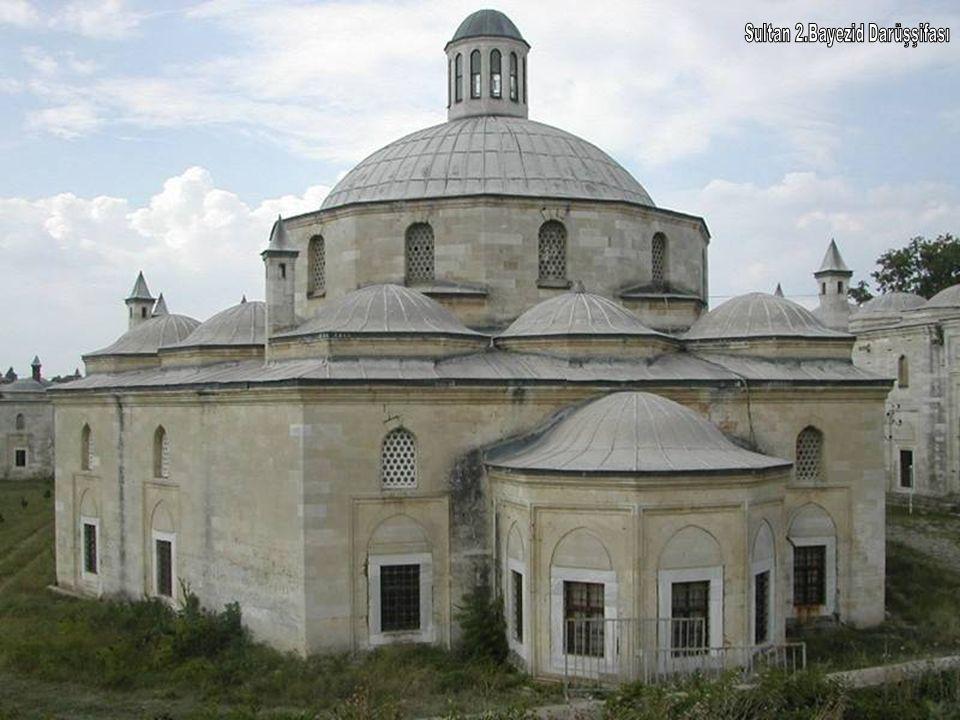 Sultan 2.Bayezid Camii Tunca Nehri kıyısında bulunan külliye Edirne nin en önemli eserlerindendir.