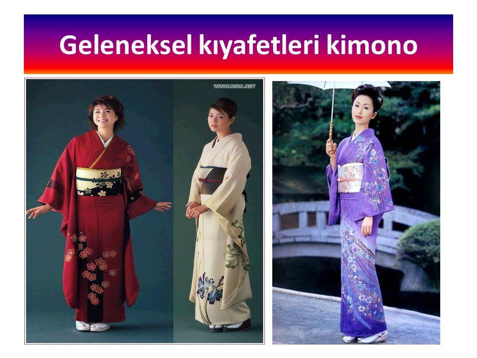 Geleneksel kıyafetleri kimono