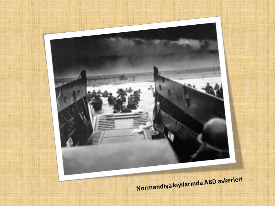 Normandiya kıyılarında ABD askerleri