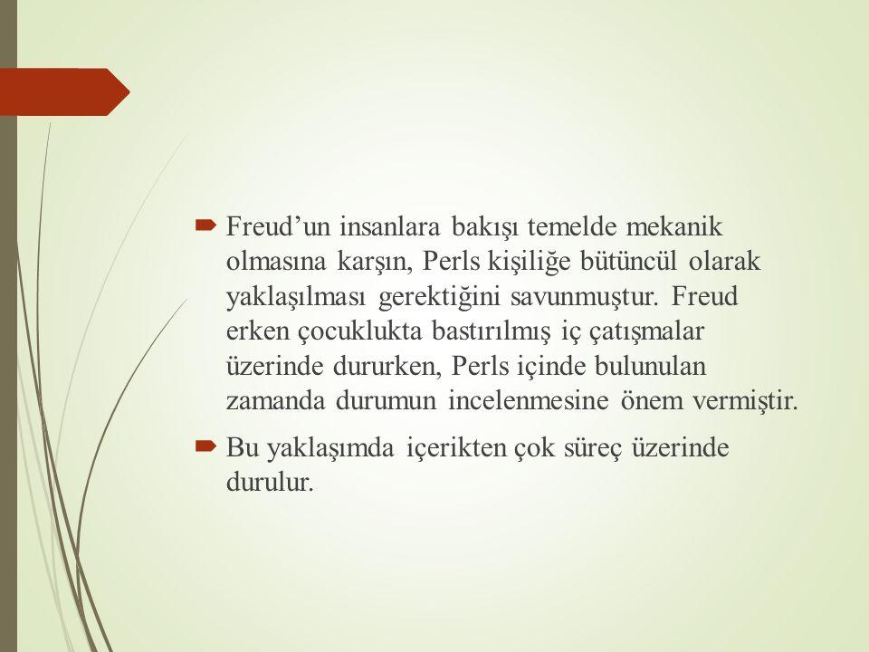 Freud'un insanlara bakışı temelde mekanik olmasına karşın, Perls kişiliğe bütüncül olarak yaklaşılması gerektiğini savunmuştur. Freud erken çocuklukta bastırılmış iç çatışmalar üzerinde dururken, Perls içinde bulunulan zamanda durumun incelenmesine önem vermiştir.