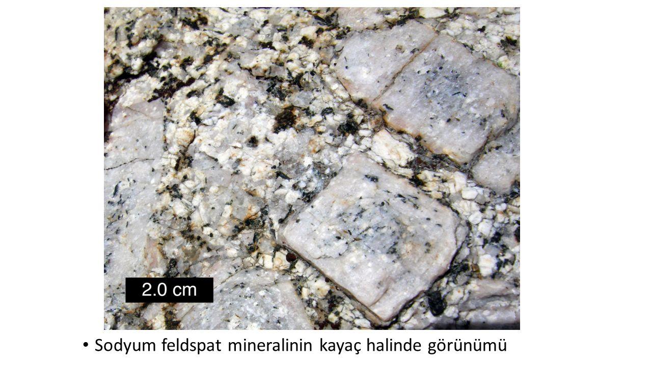 Sodyum feldspat mineralinin kayaç halinde görünümü