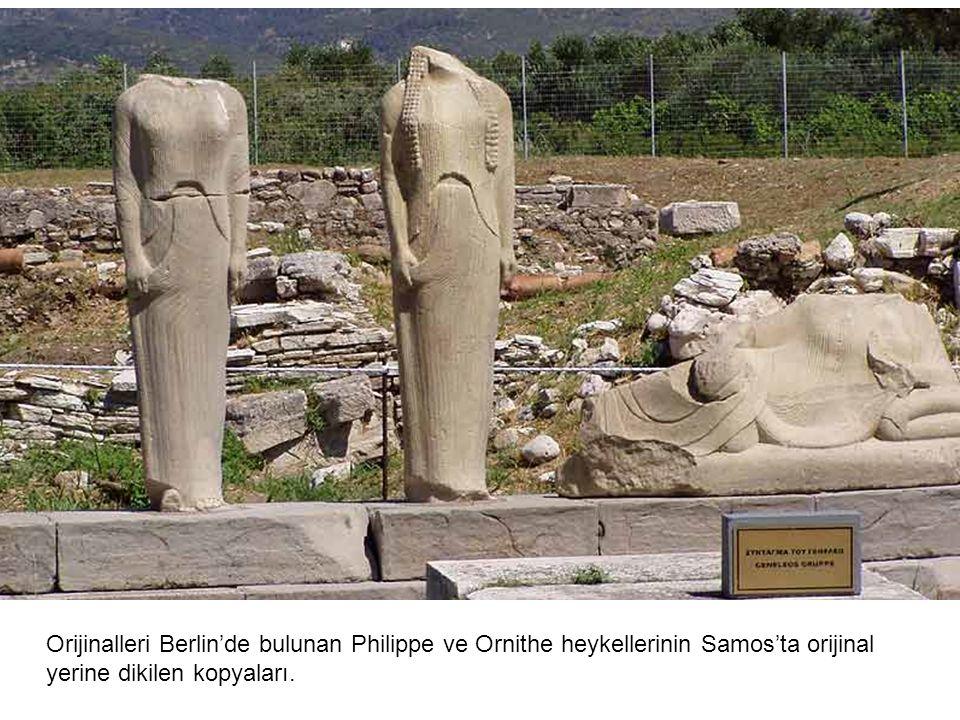 Orijinalleri Berlin'de bulunan Philippe ve Ornithe heykellerinin Samos'ta orijinal