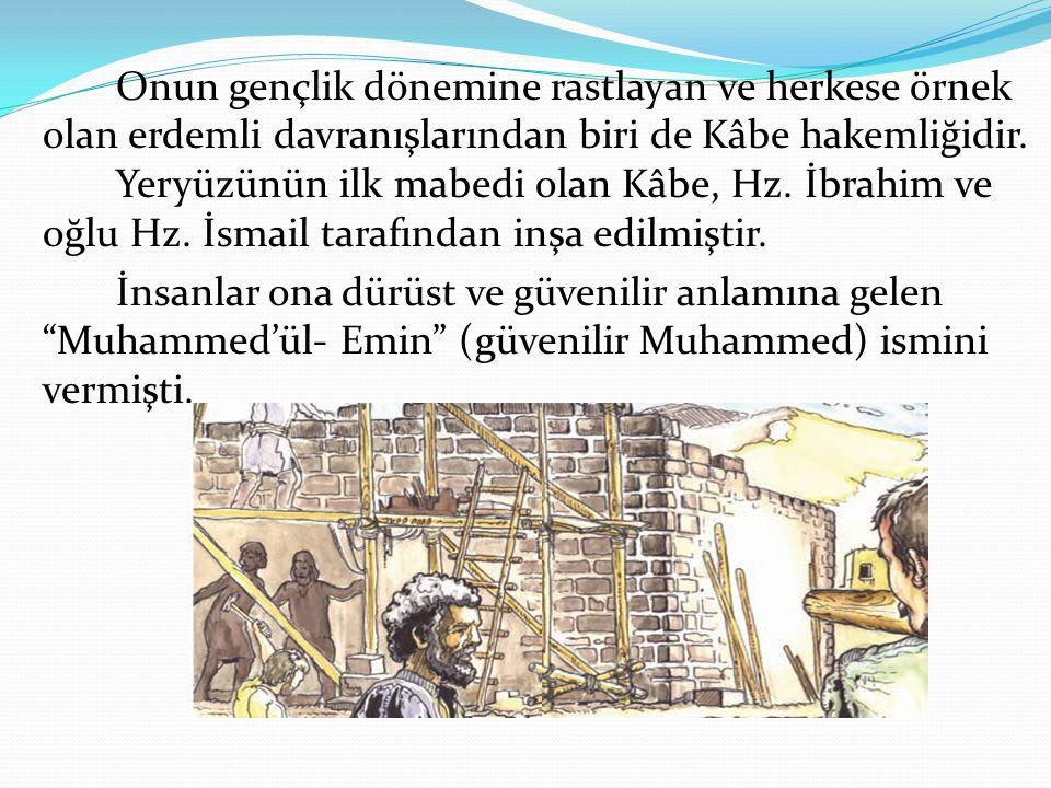 Onun gençlik dönemine rastlayan ve herkese örnek olan erdemli davranışlarından biri de Kâbe hakemliğidir. Yeryüzünün ilk mabedi olan Kâbe, Hz. İbrahim ve oğlu Hz. İsmail tarafından inşa edilmiştir.