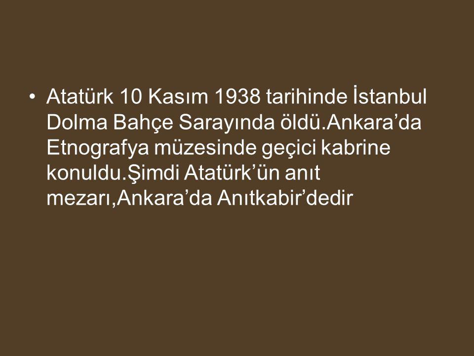 Atatürk 10 Kasım 1938 tarihinde İstanbul Dolma Bahçe Sarayında öldü