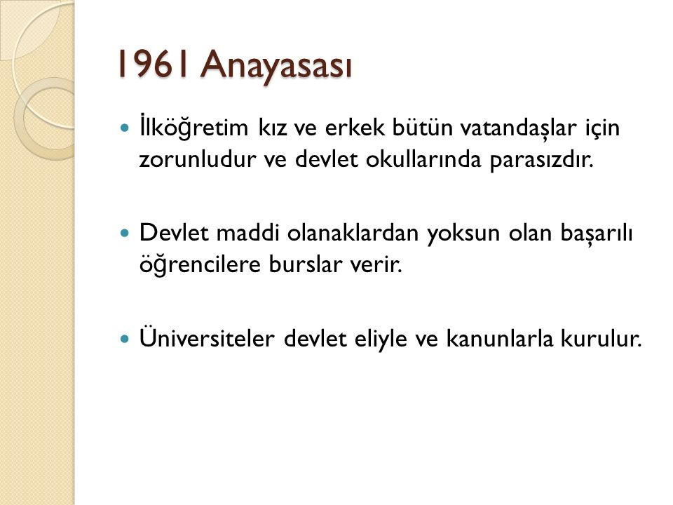 1961 Anayasası İlköğretim kız ve erkek bütün vatandaşlar için zorunludur ve devlet okullarında parasızdır.
