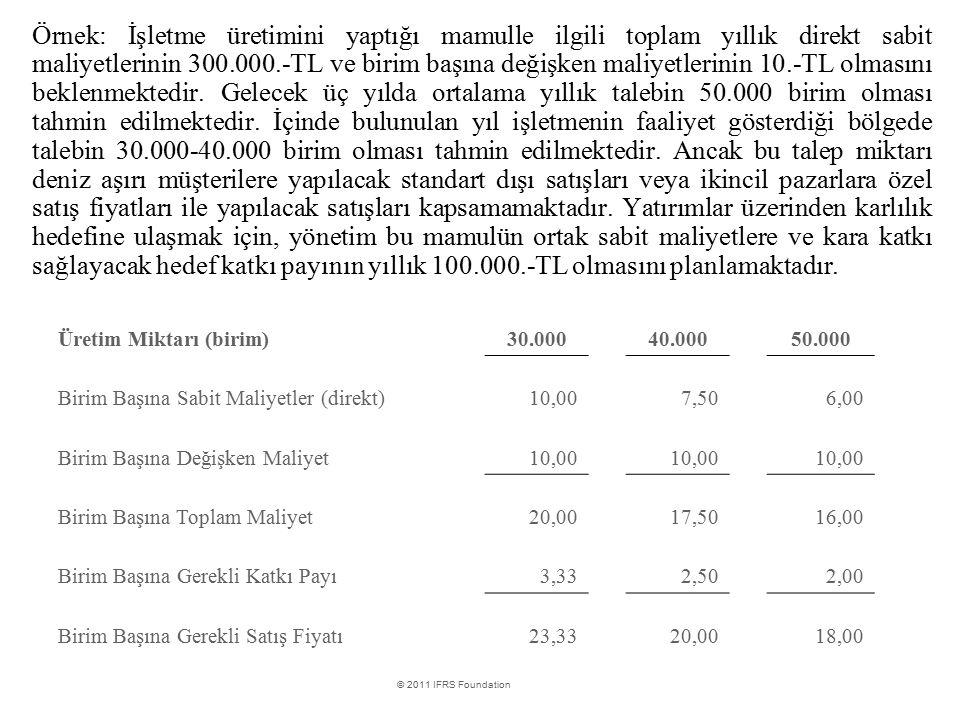 Örnek: İşletme üretimini yaptığı mamulle ilgili toplam yıllık direkt sabit maliyetlerinin 300.000.-TL ve birim başına değişken maliyetlerinin 10.-TL olmasını beklenmektedir. Gelecek üç yılda ortalama yıllık talebin 50.000 birim olması tahmin edilmektedir. İçinde bulunulan yıl işletmenin faaliyet gösterdiği bölgede talebin 30.000-40.000 birim olması tahmin edilmektedir. Ancak bu talep miktarı deniz aşırı müşterilere yapılacak standart dışı satışları veya ikincil pazarlara özel satış fiyatları ile yapılacak satışları kapsamamaktadır. Yatırımlar üzerinden karlılık hedefine ulaşmak için, yönetim bu mamulün ortak sabit maliyetlere ve kara katkı sağlayacak hedef katkı payının yıllık 100.000.-TL olmasını planlamaktadır.