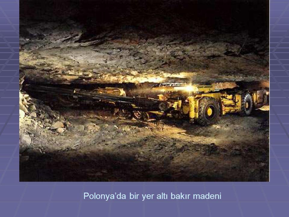 Polonya'da bir yer altı bakır madeni