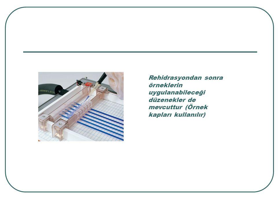 Rehidrasyondan sonra örneklerin uygulanabileceği düzenekler de mevcuttur (Örnek kapları kullanılır)