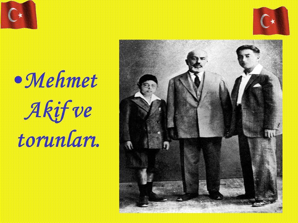 Mehmet Akif ve torunları.