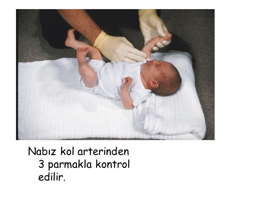 Nabız kol arterinden 3 parmakla kontrol edilir.