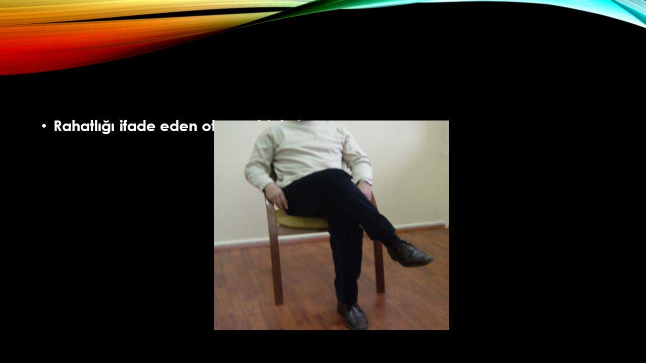 Rahatlığı ifade eden oturma biçimi