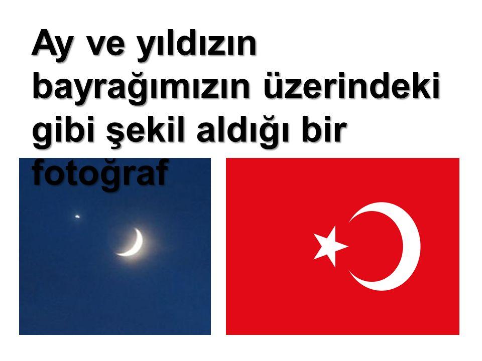 Ay ve yıldızın bayrağımızın üzerindeki gibi şekil aldığı bir fotoğraf