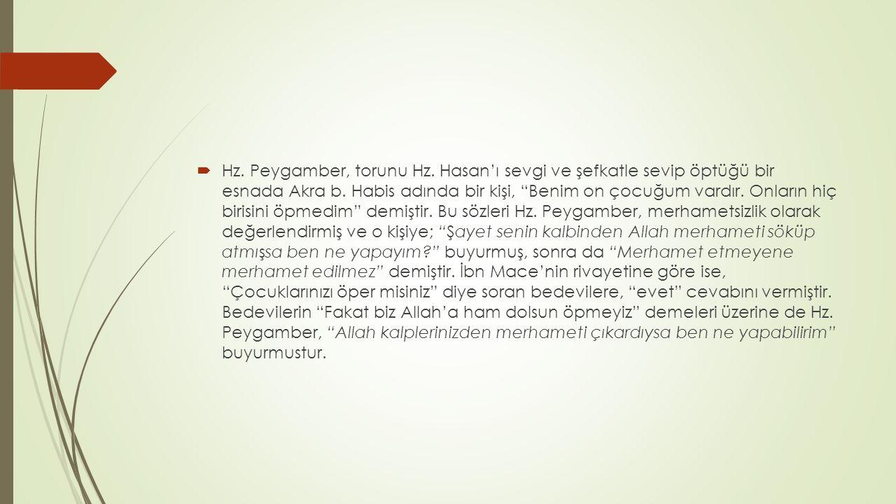 Hz. Peygamber, torunu Hz. Hasan'ı sevgi ve şefkatle sevip öptüğü bir esnada Akra b.