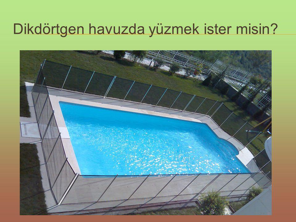 Dikdörtgen havuzda yüzmek ister misin