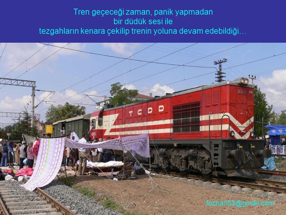 Tren geçeceği zaman, panik yapmadan bir düdük sesi ile tezgahların kenara çekilip trenin yoluna devam edebildiği…