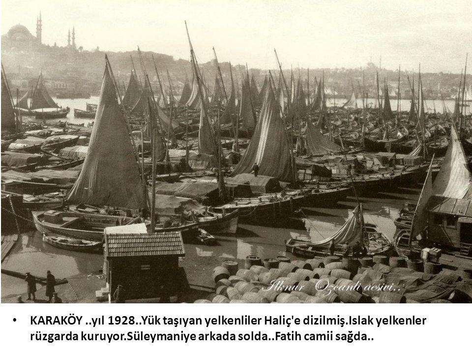 KARAKÖY. yıl 1928. Yük taşıyan yelkenliler Haliç e dizilmiş