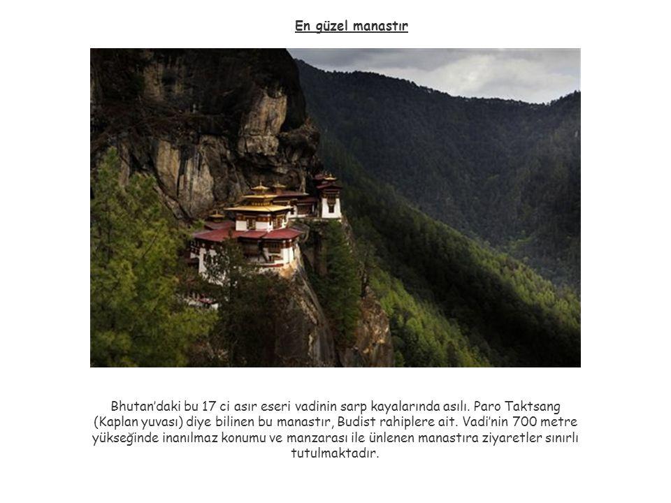 En güzel manastır Bhutan'daki bu 17 ci asır eseri vadinin sarp kayalarında asılı. Paro Taktsang.