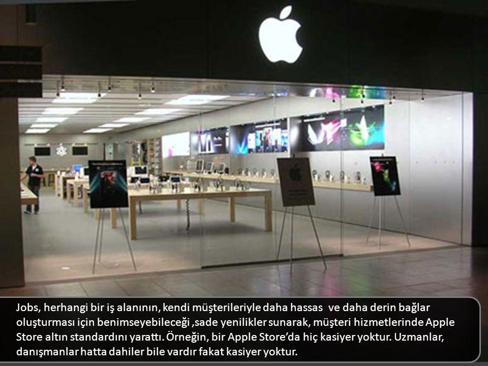 Jobs, herhangi bir iş alanının, kendi müşterileriyle daha hassas ve daha derin bağlar oluşturması için benimseyebileceği, sade yenilikler sunarak, müşteri hizmetlerinde Apple Store altın standardını yarattı. Örneğin, bir Apple Store'da hiç kasiyer yoktur. Uzmanlar, danışmanlar hatta dahiler bile vardır fakat kasiyer yoktur.