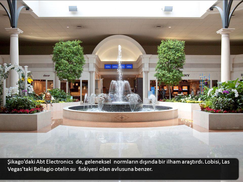 Şikago'daki Abt Electronics de, geleneksel normların dışında bir ilham araştırdı. Lobisi, Las Vegas'taki Bellagio otelin su fıskiyesi olan avlusuna benzer.