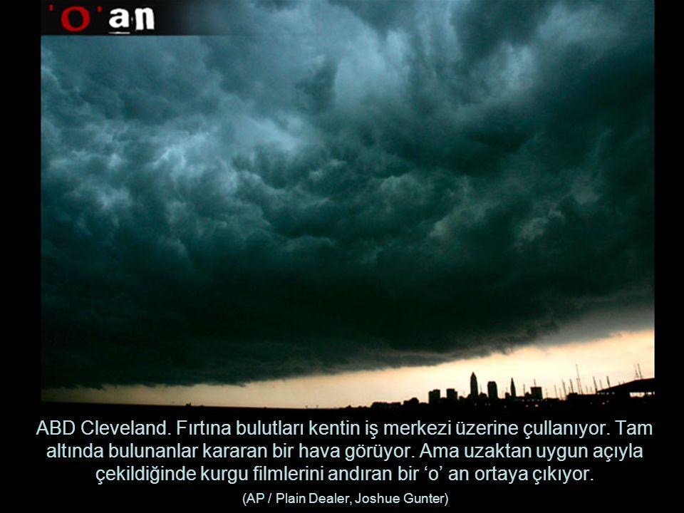 ABD Cleveland. Fırtına bulutları kentin iş merkezi üzerine çullanıyor