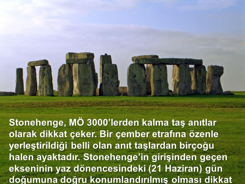 Stonehenge, MÖ 3000'lerden kalma taş anıtlar olarak dikkat çeker