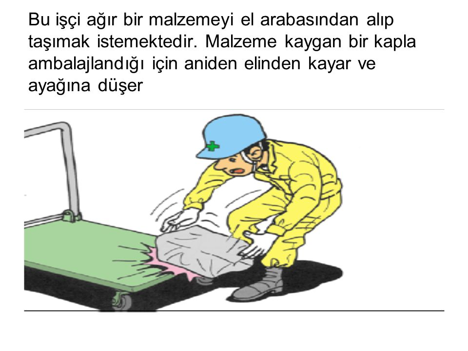 Bu işçi ağır bir malzemeyi el arabasından alıp taşımak istemektedir