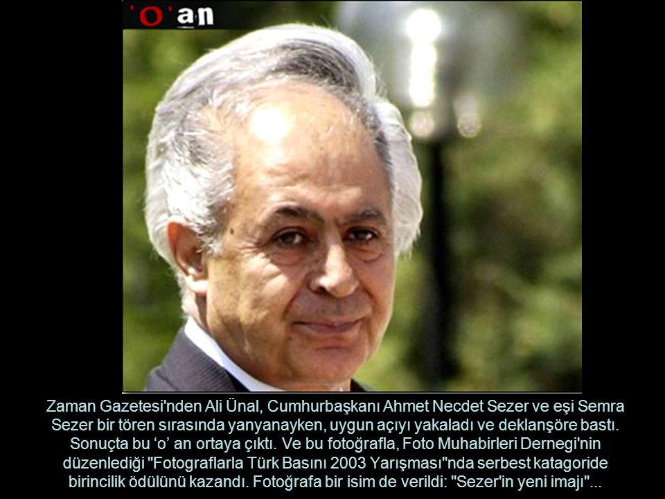 Zaman Gazetesi nden Ali Ünal, Cumhurbaşkanı Ahmet Necdet Sezer ve eşi Semra Sezer bir tören sırasında yanyanayken, uygun açıyı yakaladı ve deklanşöre bastı.