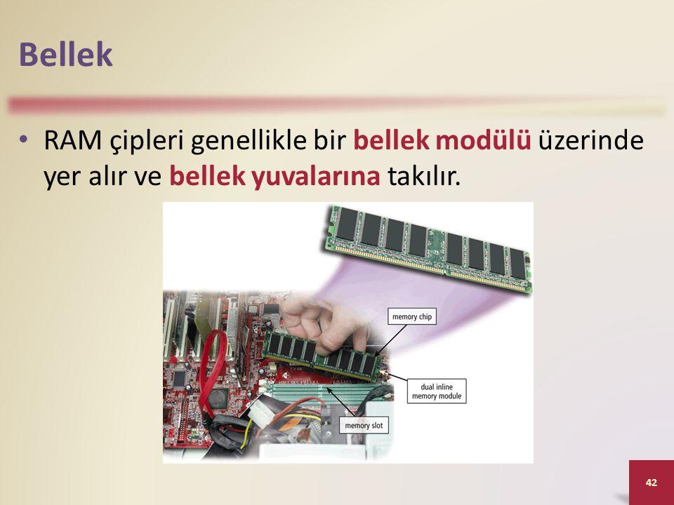 Bellek RAM çipleri genellikle bir bellek modülü üzerinde yer alır ve bellek yuvalarına takılır.