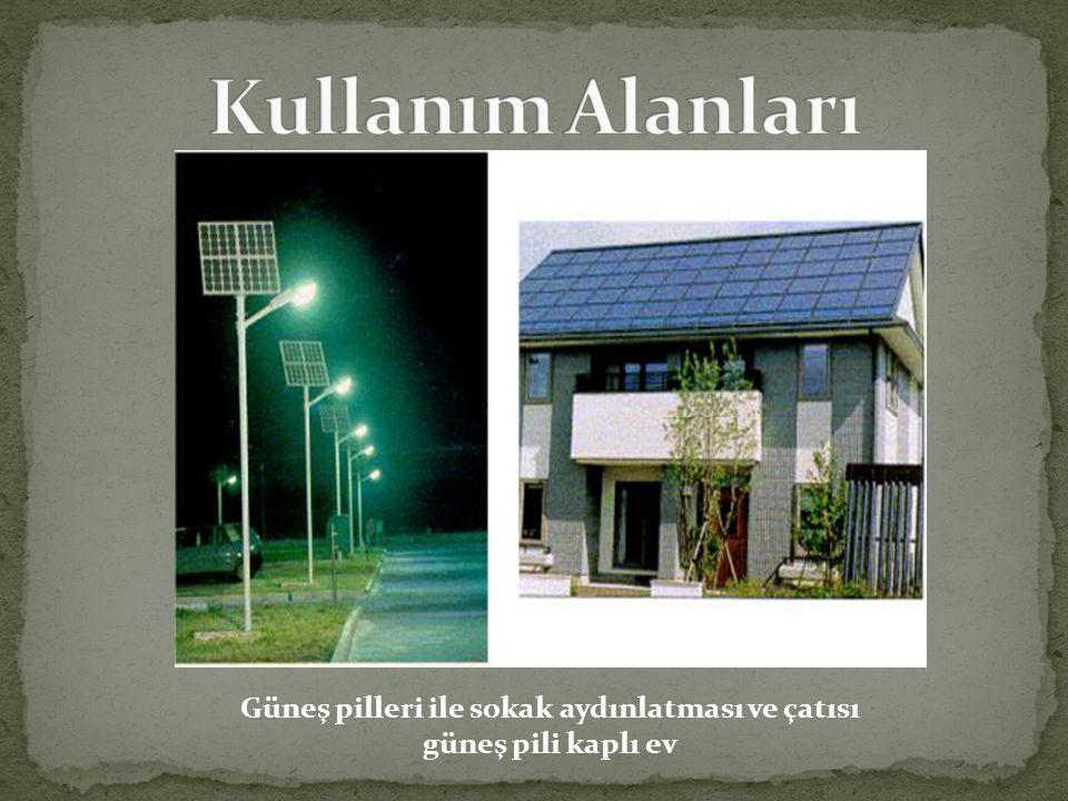 Güneş pilleri ile sokak aydınlatması ve çatısı güneş pili kaplı ev