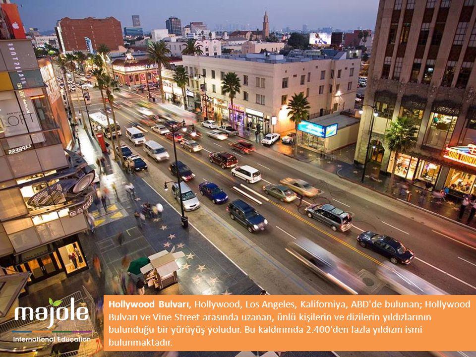 Hollywood Bulvarı, Hollywood, Los Angeles, Kaliforniya, ABD de bulunan; Hollywood Bulvarı ve Vine Street arasında uzanan, ünlü kişilerin ve dizilerin yıldızlarının bulunduğu bir yürüyüş yoludur. Bu kaldırımda 2.400 den fazla yıldızın ismi bulunmaktadır.