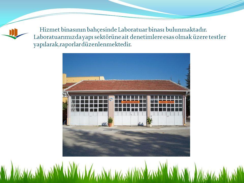 Hizmet binasının bahçesinde Laboratuar binası bulunmaktadır