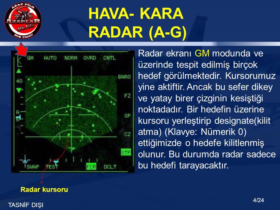 Radar ekranı GM modunda ve üzerinde tespit edilmiş birçok hedef görülmektedir. Kursorumuz yine aktiftir. Ancak bu sefer dikey ve yatay birer çizginin kesiştiği noktadadır. Bir hedefin üzerine kursoru yerleştirip designate(kilit atma) (Klavye: Nümerik 0) ettiğimizde o hedefe kilitlenmiş olunur. Bu durumda radar sadece bu hedefi tarayacaktır.