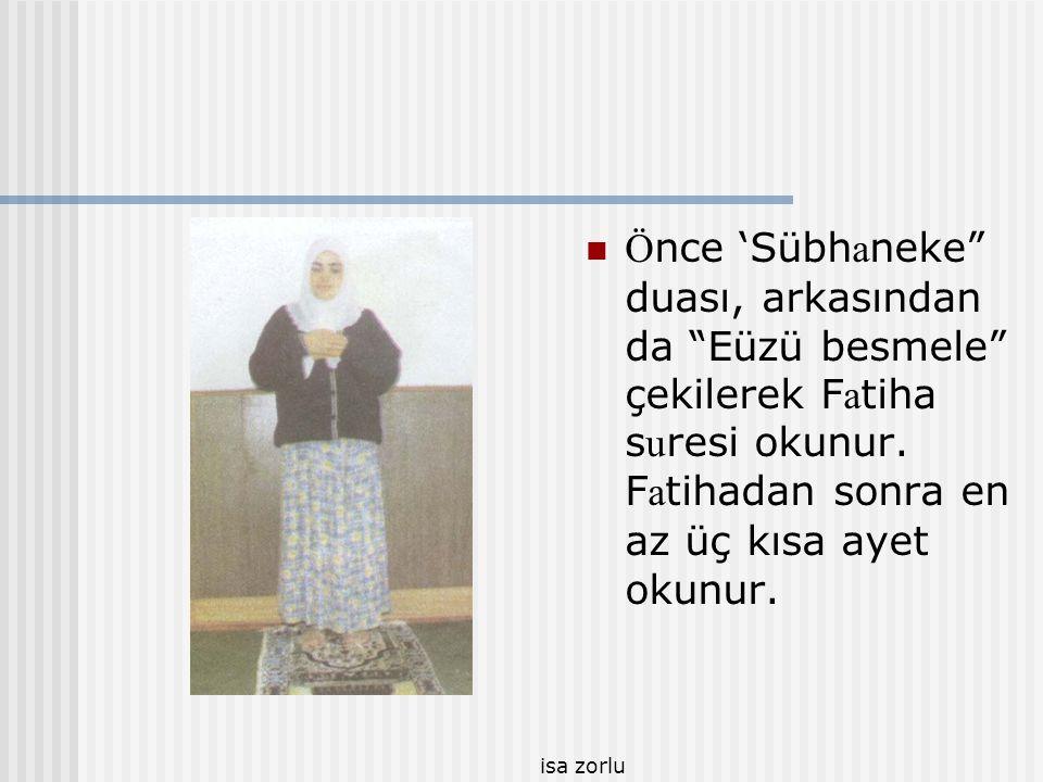 Önce 'Sübhaneke duası, arkasından da Eüzü besmele çekilerek Fatiha suresi okunur. Fatihadan sonra en az üç kısa ayet okunur.