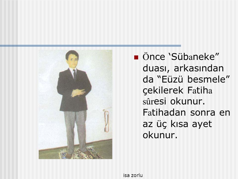Önce 'Sübaneke duası, arkasından da Eüzü besmele çekilerek Fatiha sûresi okunur. Fatihadan sonra en az üç kısa ayet okunur.