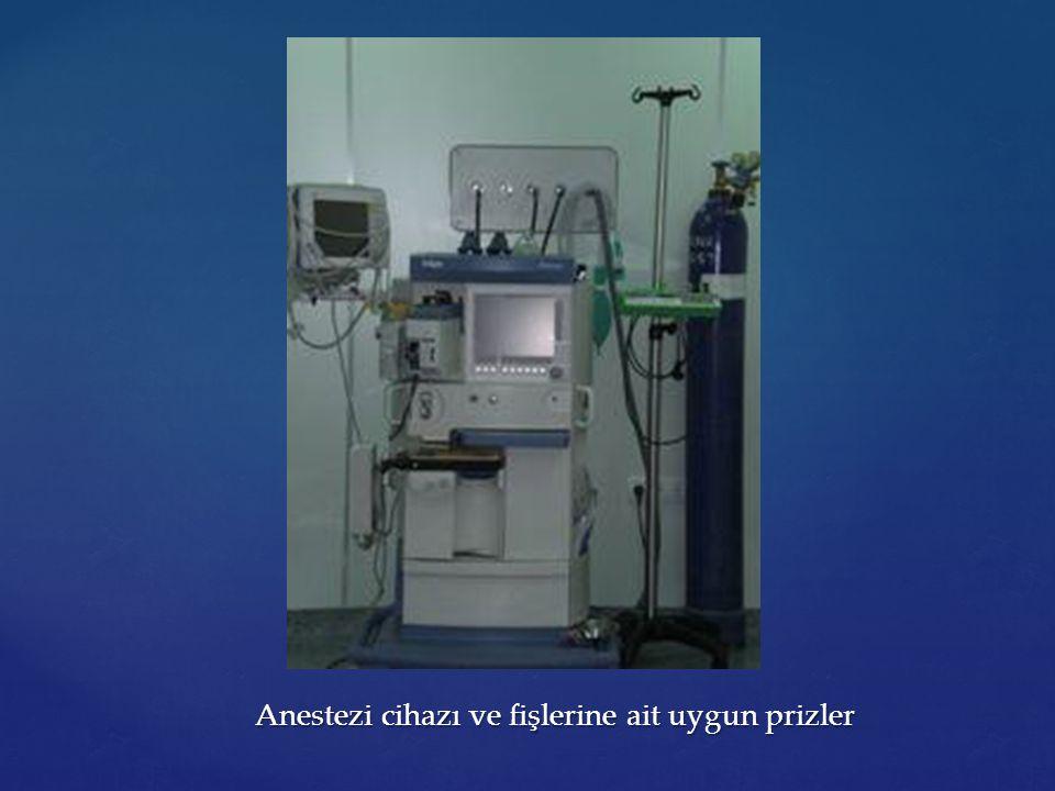 Anestezi cihazı ve fişlerine ait uygun prizler