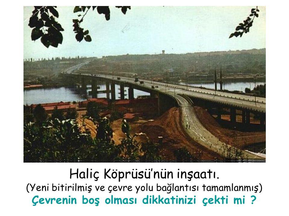 Haliç Köprüsü'nün inşaatı.