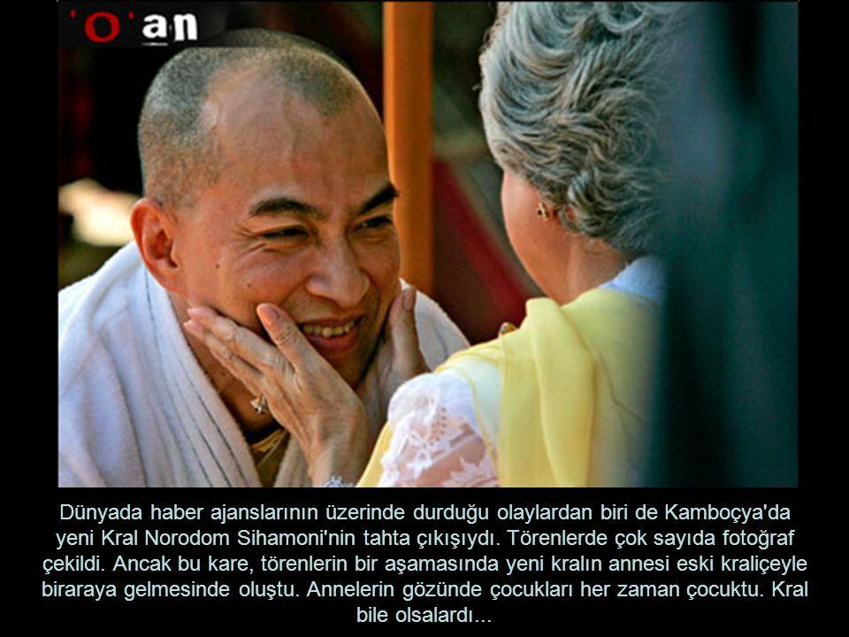 Dünyada haber ajanslarının üzerinde durduğu olaylardan biri de Kamboçya da yeni Kral Norodom Sihamoni nin tahta çıkışıydı.
