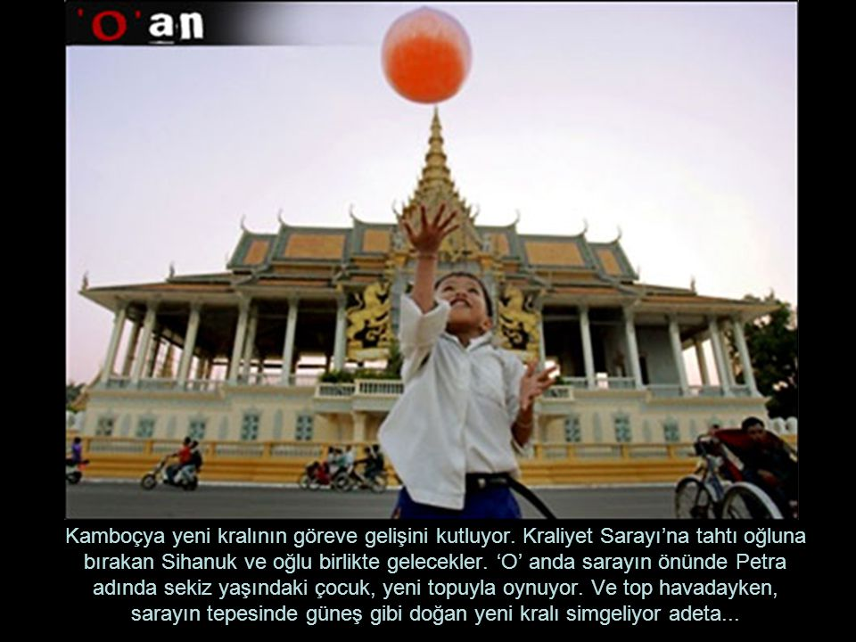 Kamboçya yeni kralının göreve gelişini kutluyor