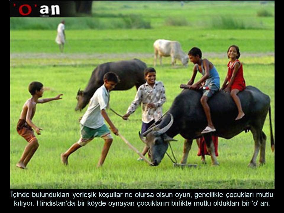 İçinde bulundukları yerleşik koşullar ne olursa olsun oyun, genellikle çocukları mutlu kılıyor.