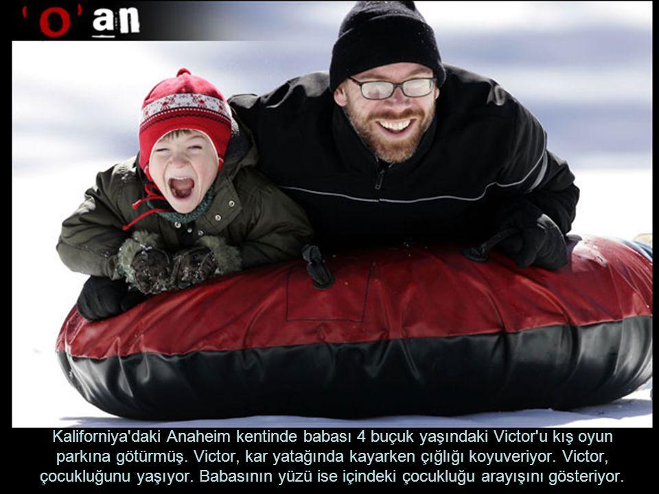 Kaliforniya daki Anaheim kentinde babası 4 buçuk yaşındaki Victor u kış oyun parkına götürmüş.