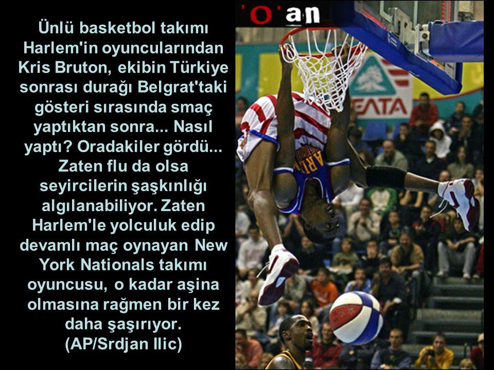 Ünlü basketbol takımı Harlem in oyuncularından Kris Bruton, ekibin Türkiye sonrası durağı Belgrat taki gösteri sırasında smaç yaptıktan sonra...