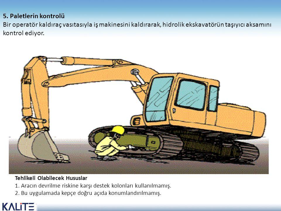 5. Paletlerin kontrolü Bir operatör kaldıraç vasıtasıyla iş makinesini kaldırarak, hidrolik ekskavatörün taşıyıcı aksamını kontrol ediyor.