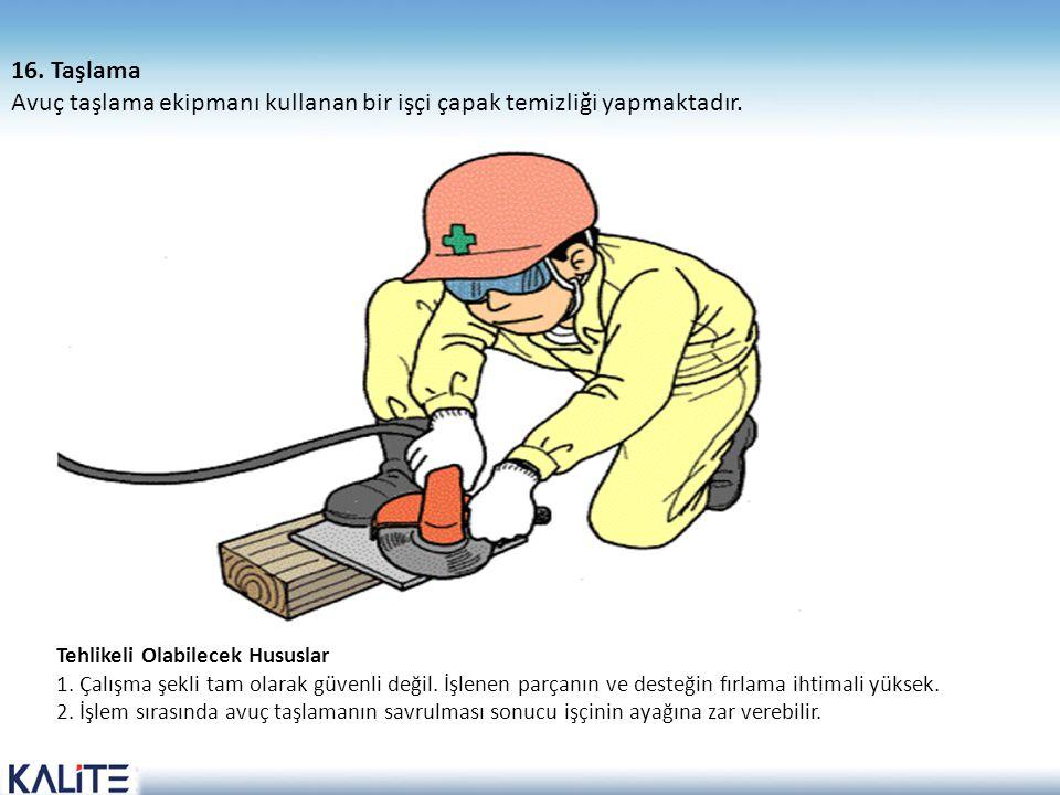 Avuç taşlama ekipmanı kullanan bir işçi çapak temizliği yapmaktadır.