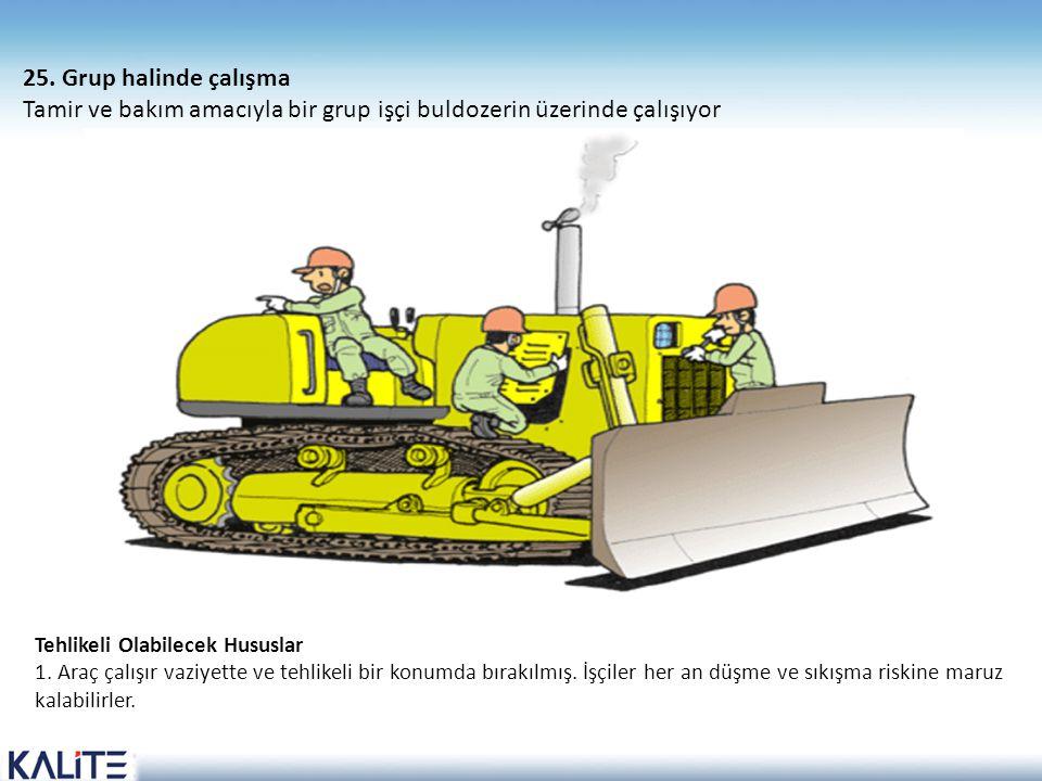 Tamir ve bakım amacıyla bir grup işçi buldozerin üzerinde çalışıyor