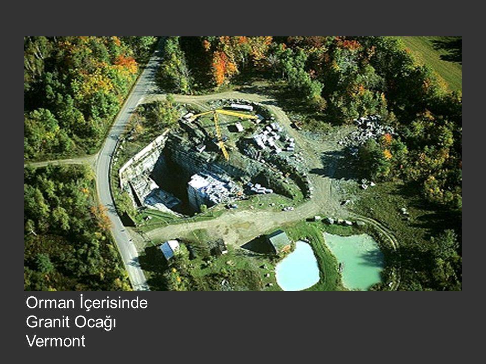 Orman İçerisinde Granit Ocağı Vermont
