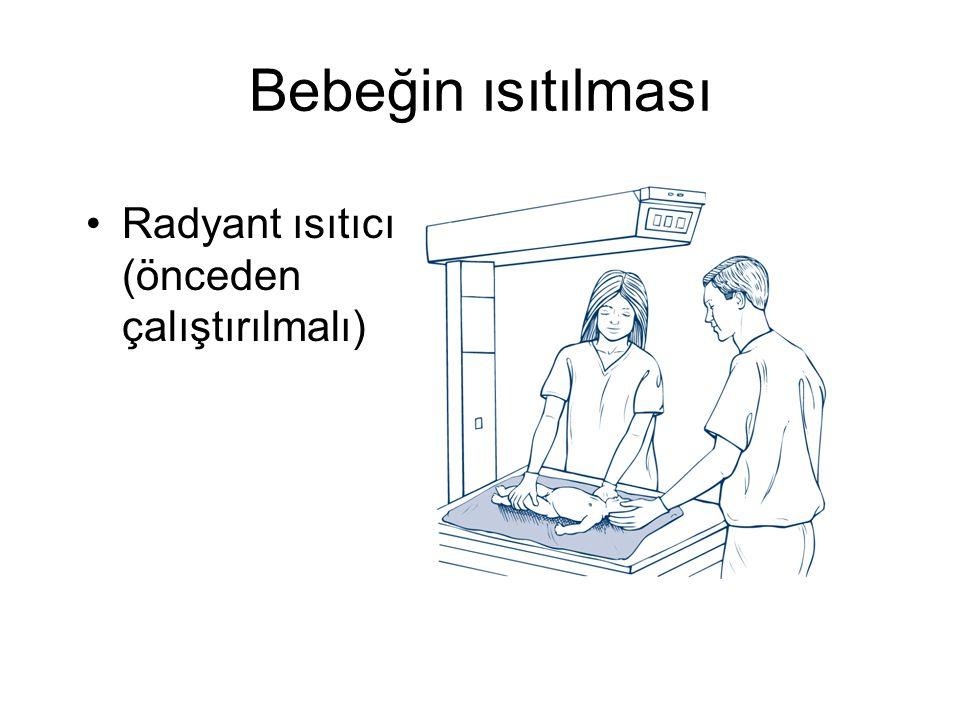 Bebeğin ısıtılması Radyant ısıtıcı (önceden çalıştırılmalı)