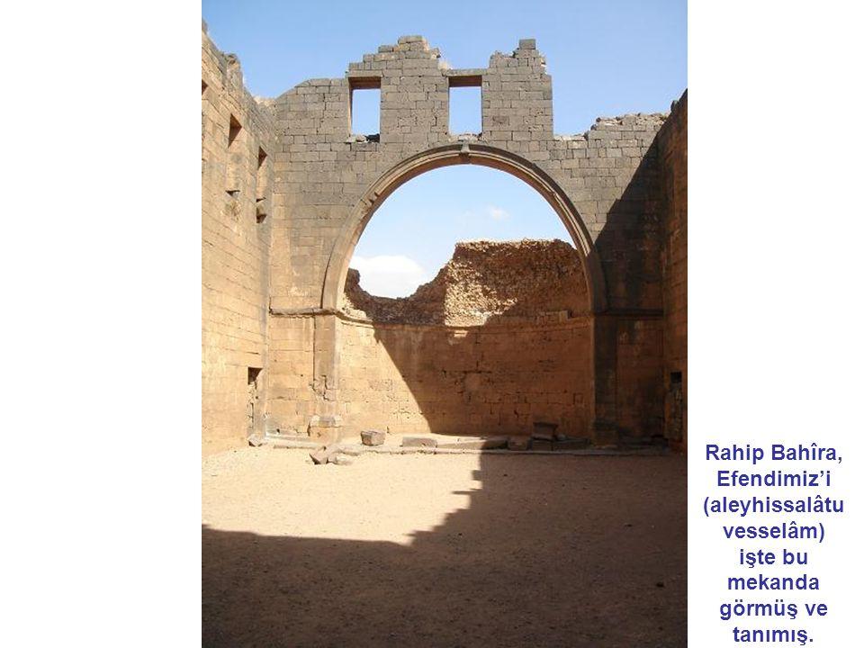 Rahip Bahîra, Efendimiz'i (aleyhissalâtu vesselâm) işte bu mekanda görmüş ve tanımış.